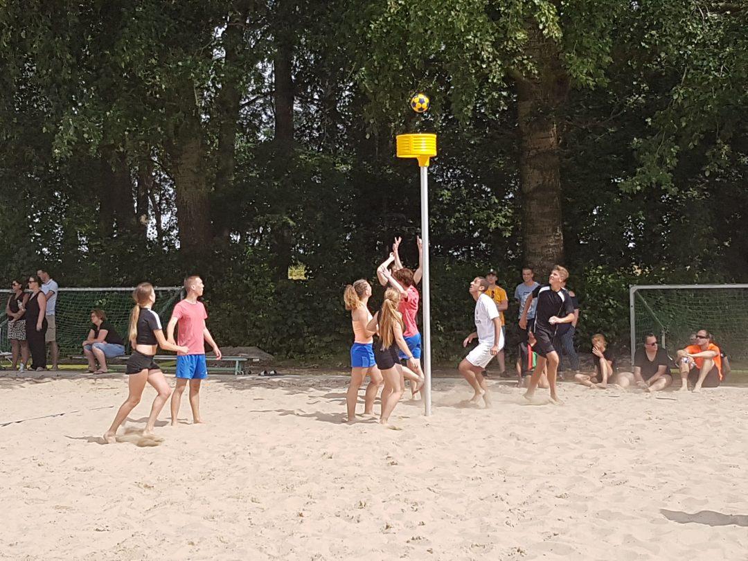 Foto van het Beachkorfbaltoernooi voor op de zaterdag aanmeldingspagina Foto 5-min