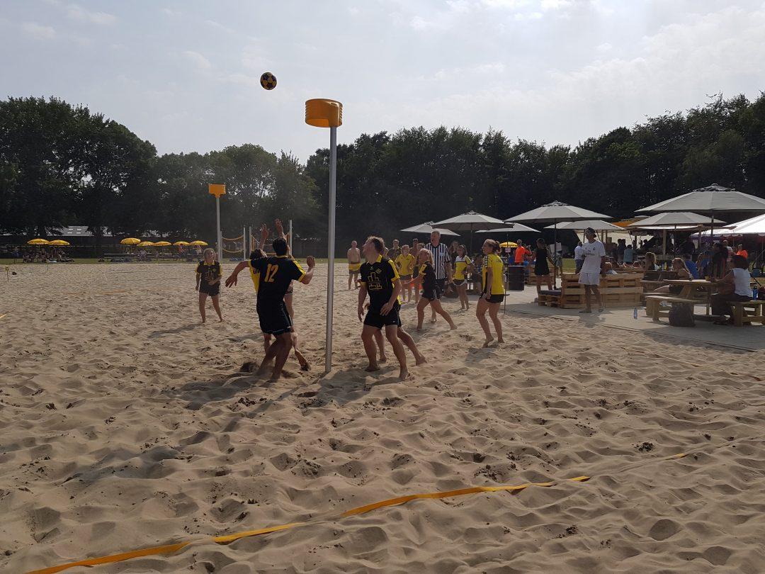 Foto van het Beachkorfbaltoernooi voor op de zaterdag aanmeldingspagina Foto 6-min
