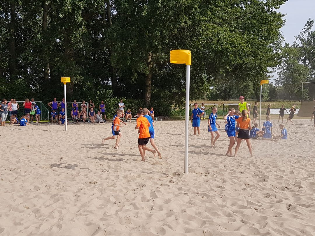 Foto van het Beachkorfbaltoernooi voor op de zaterdag aanmeldingspagina Foto 8-min