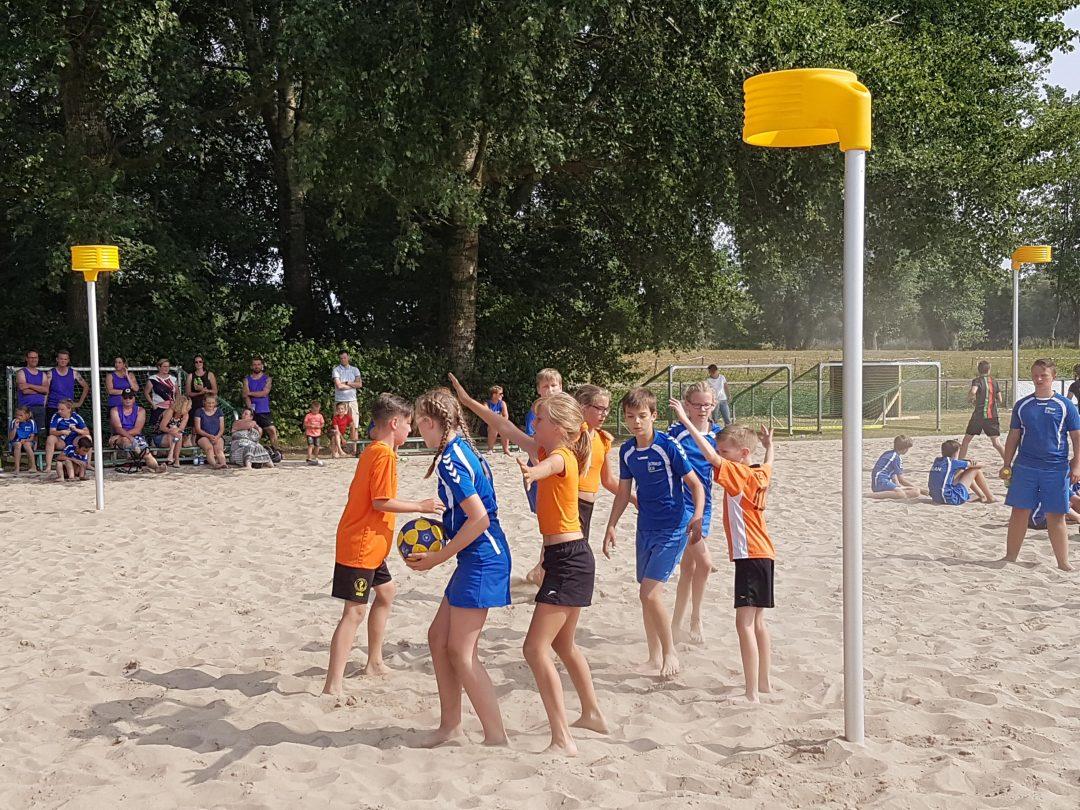 Foto van het Beachkorfbaltoernooi voor op de zaterdag aanmeldingspagina Foto 9-min